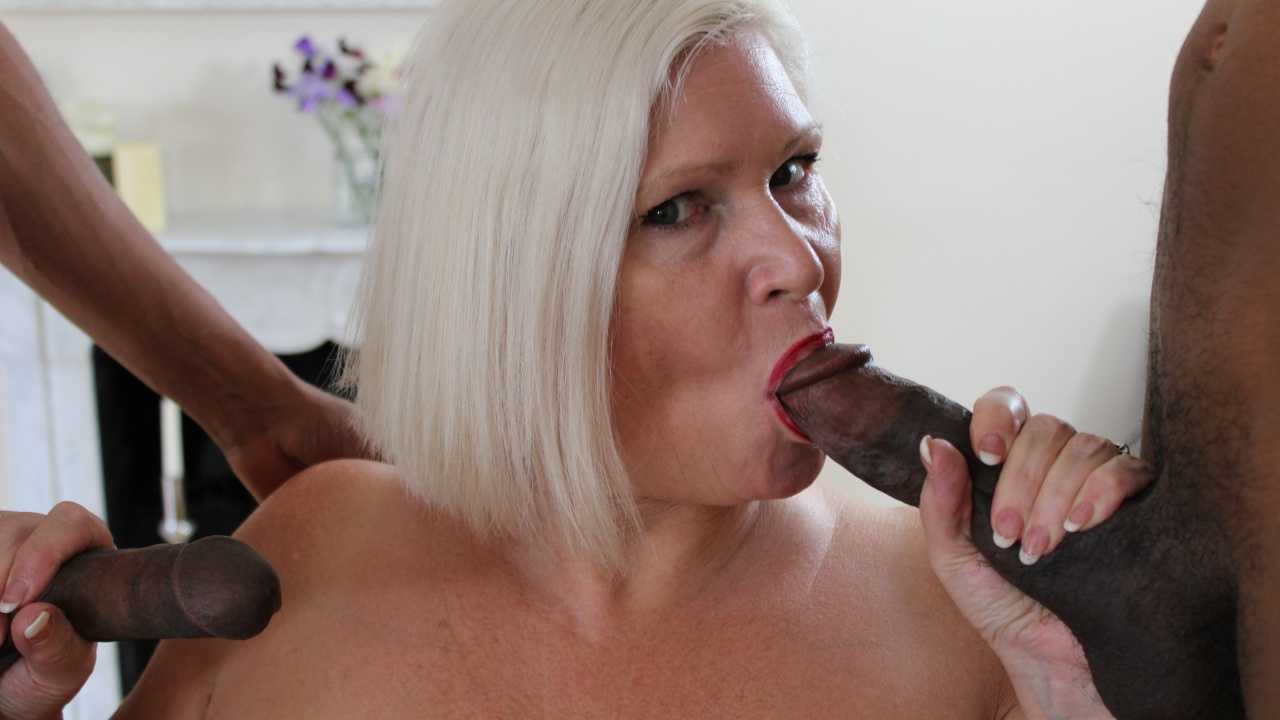 Scene: 18 Inch Black Meat Treat